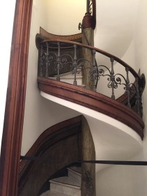 Sweet spiral staircase to go with the recessed hand rail - Museu Picasso